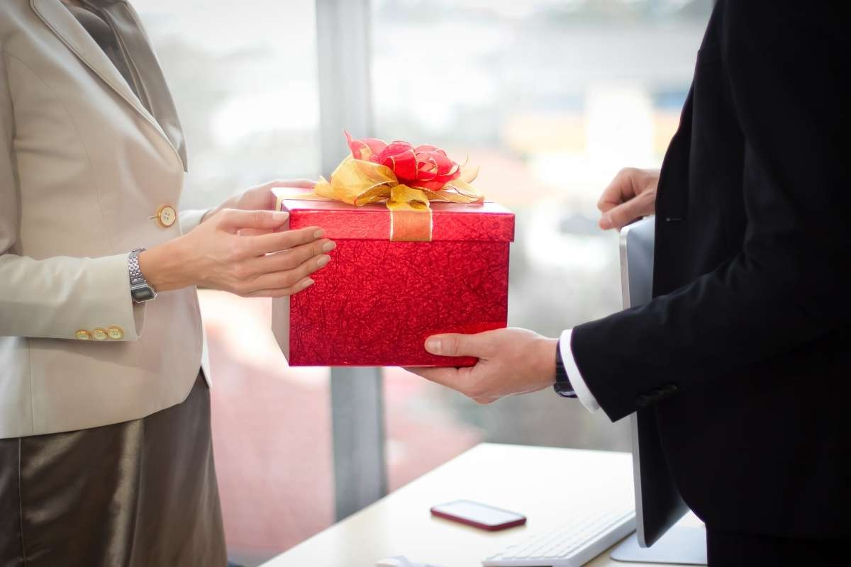 gift ideas for employee leaving company